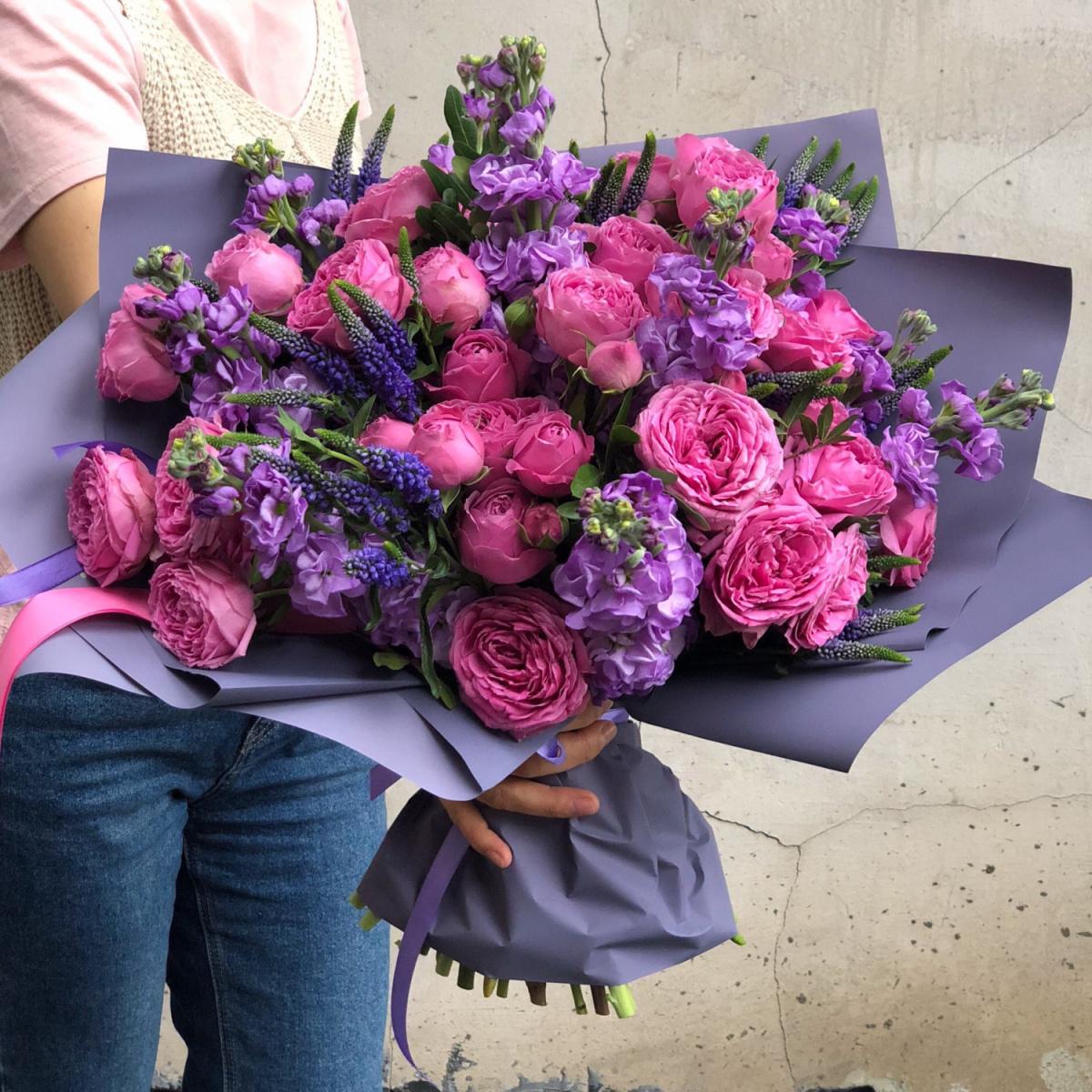 Почему выгодно оформлять доставку цветов онлайн?