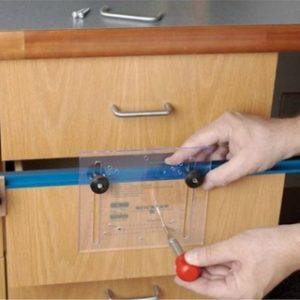 Как правильно установить мебельные ручки